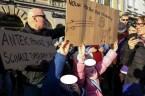 """50 Polaków złożyło w Wielkiej Brytanii wniosek o uznanie KOD za grupę """"ekstremistyczną, zagrażającą bezpieczeństwu publicznemu"""" i """"nawołującą do przemocy politycznej"""" Zdelegalizować Komitet Obrony Demokracji – domaga się Polonia w […]"""