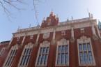 Na początku października jak co roku na uczelniach trwają uroczyste inauguracje nowego roku akademickiego. W tym roku te obrzędy maja szczególną wymowę, jako że na najstarszej polskiej Alma Mater rektor […]