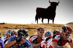 """Chodzi naturalnie o Vuelta d,Espana, czyli wyścig dookoła Hiszpanii, którego ostatni, 21 etap właśnie trwa. Jest to tzw. """"etap przyjaźni"""", z Arreyomolinos do Madrytu, liczący 117 km. Kolarze jadą sobie […]"""