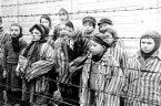 Chętni kaci Hitlera – w ponad 10.000 obozów niemieckich David Engels, autor książki The Holocaust: The Third Reich and the Jews (Holokaust: Trzecia Rzesza i Żydzi), usiłował w tej książce […]