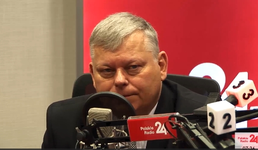 Marek Suski (PiS) przyznał, że rząd nie rozmawia z USA w sprawie ustawy 447 -- trzy wersje relacji z rozmowy