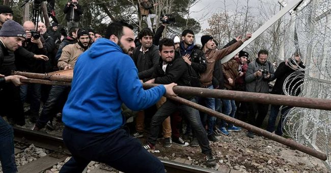 PCh24.pl Ostatnio zagorzali zwolennicy przyjmowania uchodźców czy nachodźców oraz udzielania im wszelkiej pomocy z otwartymi ramionami, powołują się na przypowieść o sądzie z Ewangelii Mateusza (Mt 25,31-46). Szermują Biblią moralizując […]