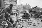 Obchodzimy właśnie 74-tą rocznicę Powstania Warszawskiego. Jak co roku pojawiło się wiele wypowiedzi obarczających powstańców, a przynajmniej ich dowódców odpowiedzialnością za zniszczenie Warszawy i śmierć setek tysięcy ludzi. Ich autorzy […]