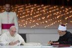 """Goszcząc 4 lutego na międzyreligijnej konferencji w Abu Zabi papież Franciszek oraz wielki imam szejk Ahmad al-Tayyeb z kairskiego Uniwersytetu al-Azhar podpisali wspólny """"Dokument o ludzkim braterstwie dla pokoju światowego […]"""