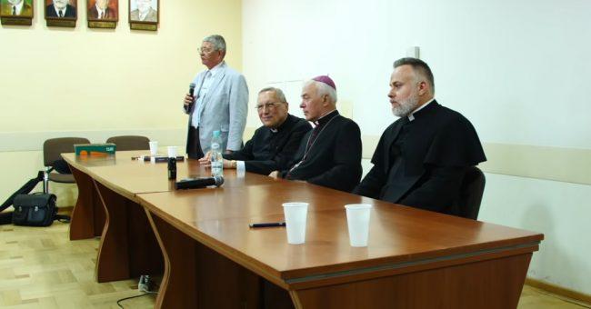 Wprowadzenie Grzegorza Brauna: Kim jest Arcybiskup Wyklęty Jan Paweł Lenga ? Jak uratować Kościół?