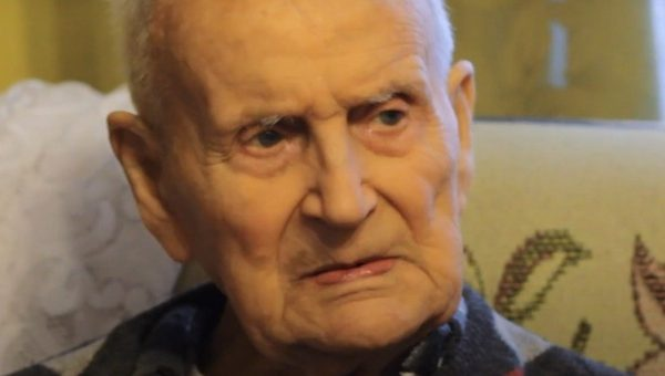 Jak podaje portal wpolityce.pl najstarszy Więzień Auschwitz, 102-letni Bogumił Sojecki, skierował do prezydenta Dudy przejmujący list, w którym apeluje o interwencję i natychmiastowe wstrzymanie prac związanych z rewitalizacją Muzeum Auschwitz: […]