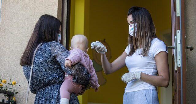 Pfizer zapowiedział drugą fazę badań klinicznych nad szczepionką naCOVID-19. Dotyczy dzieci od6 miesięcy do11 lat m.in. wPolsce. Zarejestrowana wNowym Jorku firma poinformowała, żepierwsza faza testów wUSA zudziałem 144 dzieci wykazała […]
