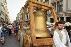 Komu bije dzwon Zygmunt po 500 latach Barwny korowód na ulicach Krakowa 13 lipca 2021 r.