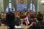 """o ile wierzyć, że światem rządzą """"une"""", to Kraków właśnie awansował… globalnie: Europejski Parlament Żydowski (EJP) rozpoczął wczoraj swoje obrady w sali obrad krakowskiej rady miasta. To nowa instytucja powołana […]"""