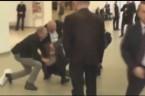 Kto steruje Komorowskim? Kto odpowiada za jego klęskę wyborczą i próbę naprawy wizerunku? https://www.youtube.com/watch?t=74&v=lOoa7l5uca0 Taśma na ustach protestującego przeciwko Komorowskiemu! Jak postbolszewicka mafia reprezentowana przez Komuruskiego się nami bawi?