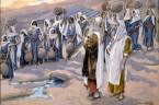 (Lb 20,1-13) W pierwszym miesiącu przybyło całe zgromadzenie Izraelitów na pustynię Sin. Lud zatrzymał się w Kadesz; tam też umarła i tam została pogrzebana Miriam. Gdy zabrakło społeczności wody, […]