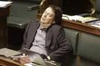 Dostałam mailem… Prześlijcie dalej jak najszybciej, bo mogą zmienić prawo i nie będzie można robić zdjęć w parlamencie. Śmiać się?