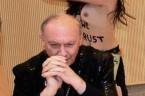 """Z wiadomości dn. 23 kwietnia 2013 r.: """"Przedwczoraj wieczorem abp André Léonard (prymas Belgii, dopisek mój) ostał napadnięty przez roznegliżowane feministki w czasie wykładu na Wolnym Uniwersytecie w Brukseli. […]"""