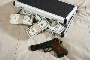 mafia-PO-pistolet_dolary_