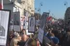 O godzinie 15.09 wyruszył z Placu Trzech Krzyży IV Marsz z Portretami, zorganizowany przez warszawski Oddział Stowarzyszenia Solidarni2010. Uczestnicy marszu zostali przywitani burzą oklasków przez zgromadzonych na Krakowskim Przedmieściu uczestników […]