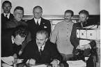 """Takie sobie bajeczki, czyli tzw. """"fikcja polityczna"""", która przyszła mi do głowy po wysłuchaniu dzisiejszych wiadomości. Blisko rocznicy paktu Ribbentrop – Mołotow Rosja i Niemcy na nowo ustaliły warunki rozbioru […]"""