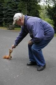 starość z wiewiórką