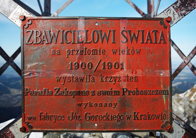 tabliczka na krzyżu